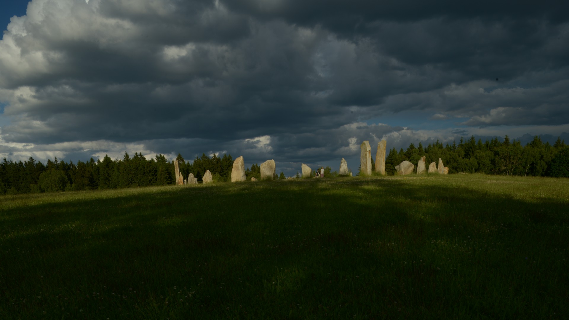 THE STONE CIRCLE OF THE DRUIDS